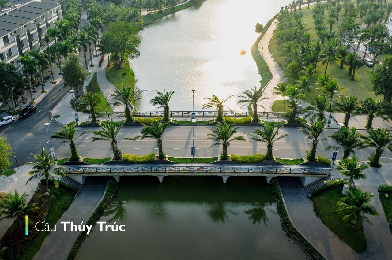 Cầu thủy Trúc ban ngày- Ecopark